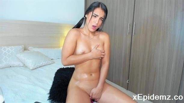 Melanyrosse - Oiled Body Babe With Pigtails Moaning Of Pleasure (2020/PornhubPremium/FullHD)
